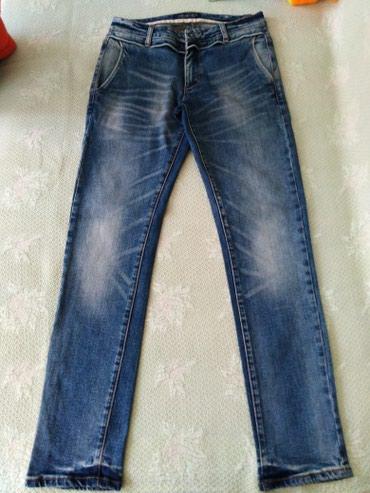 Мужские качественные и стильные джинсы в отличном состоянии. Без