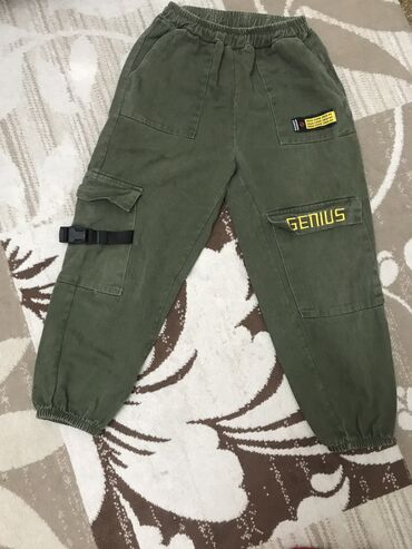 Зелёные джинсы,размер LK,качество очень хорошее,отдам за 150 сомов