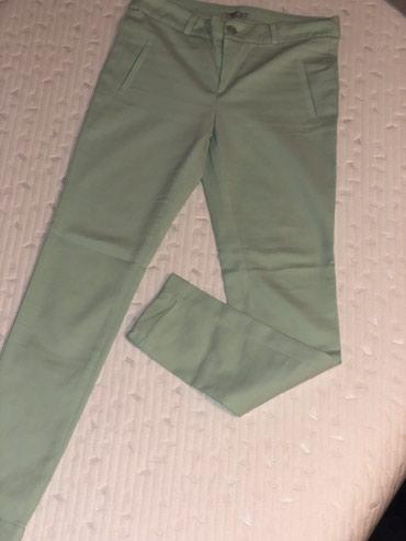 Pantalone-nisu-italiji - Srbija: Zelene pantalone, S vel. Nove, nisu nošene, bez oštećenja. Cena 900din