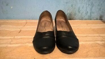 Bez cipele - Srbija: Zenske cipele broj 41-duzina gazista je 26.5 cm.- bez ostecenja
