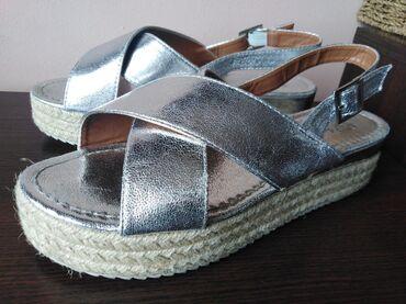 Srebrne sandale, 40 broj. Jednom nosene, bez ostecenja. 26cm duzina