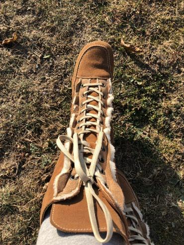 Ženska obuća | Novi Banovci: Antilop cizmice broj 39,tople,cele postavljene. Izuzetno ocuvane