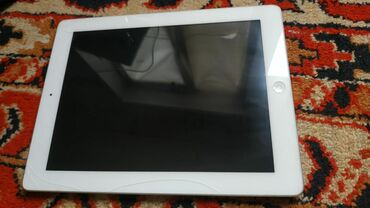 Ipad-1 - Кыргызстан: Продаю iPad 4Состояние хорошое,но есть трешшены По бокам экрана,в
