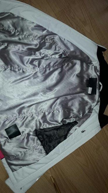 Zimska jakna... Bez ijednog ostecenja... Malo nosena - Kragujevac - slika 3