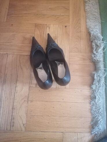1689 oglasa | ŽENSKA OBUĆA: Prodajem cipele na stiklu 40 br