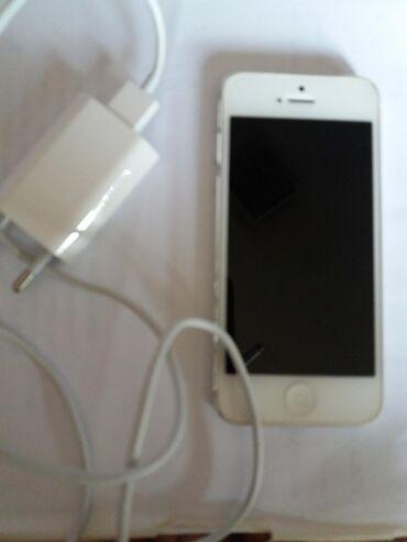 Mobilni telefoni - Nis: Polovni iPhone 5 16 GB