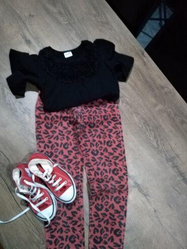 Dečija odeća i obuća - Nova Pazova: Farmerke Zara kids vel 9, majica vel 134 starke 31. Cena farmerki