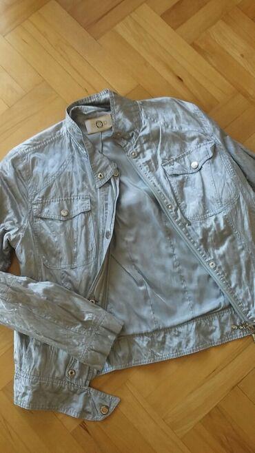 Satenska siva jaknica pise XL ali moze i L, M