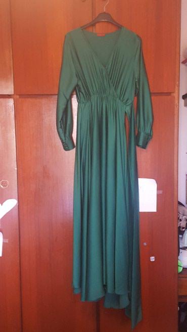Μακρύ σατέν επίσημο φόρεμα. χρώματος σμαραγδι. xl νούμερο αλλά κάνει