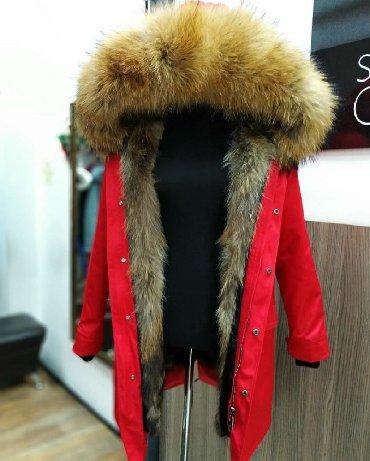 женский плащ весна в Кыргызстан: Продаю парку новую! Натуральный мех енота (внутри) 🦝Лиса (снаружи)