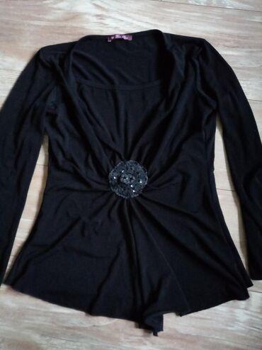 Elastična crna bluza