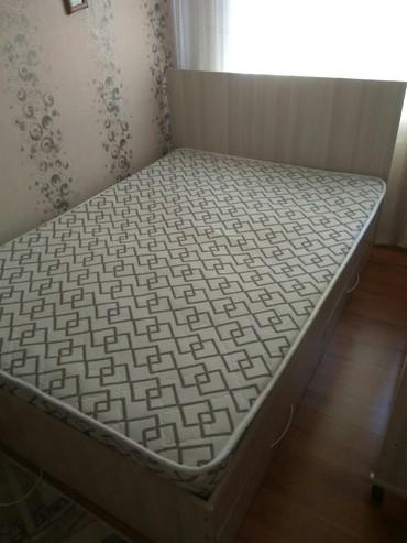 Другие кровати в Кыргызстан: Продаю Б/у кровать в хорошем состоянии, имеются две полочки для