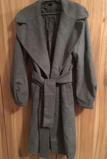 rubashki v kletku s dlinnym rukavom в Кыргызстан: Серое пальто с поясом с боковыми карманами и рукавами фонарик.В