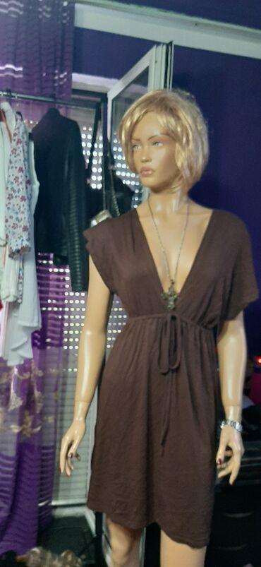 Viskozna haljinA idealna za vrucine,potrebno samo peglanje nova