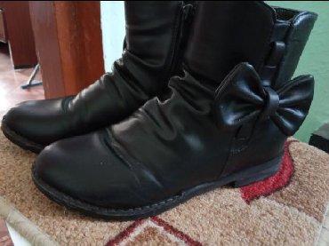 туфли черные 35 размера в Кыргызстан: Продаю детскую и подростковую обувь в хорошем состоянии: полусапожки