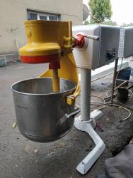 Продаю миксер-тестомес на 20 литров. Производство Россия. Состояние