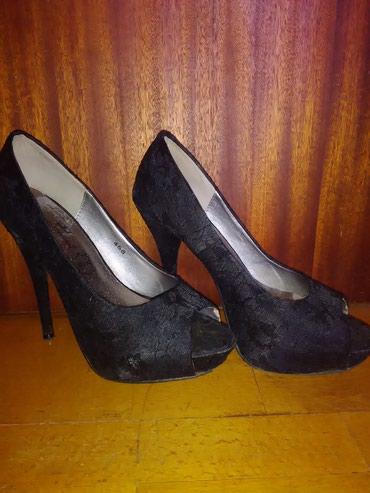 Dzemper na kopcanje - Backa Topola: Emelie Strandberg cipele na štiklu broj 39Cipele su nošene, ali lepo