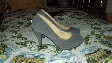 Salonke cipele su samo jednom obuvene,boja siva ,broj 37. - Lazarevac