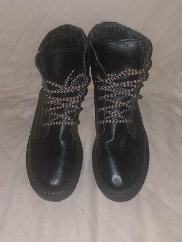 Nove Tamno braon cizme. Nove su samo od sedenja u kutiji u gornjem - Kraljevo