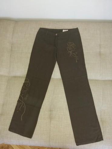 Pantalone-braon-icna-frd - Srbija: Lanene lepe braon pantalone, odlicno stoje. Imaju cvetni ukras u braon