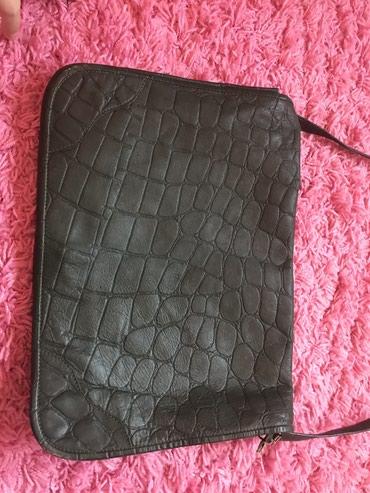 Kozna torba boja tamno zelena,lepa,moderna made in India . Stanje - Novi Sad