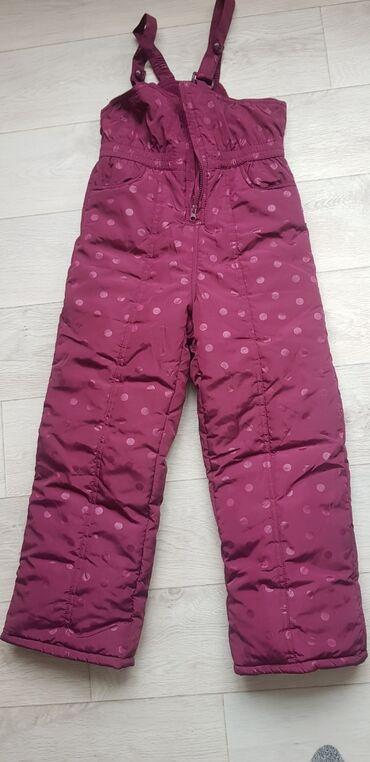 Продаю утеплённые штаны в отличном состоянии. Рост 134 см. Фирма Waiki