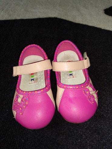 Продам туфельки на малышку размер 21 по подошве 14 см примерно на