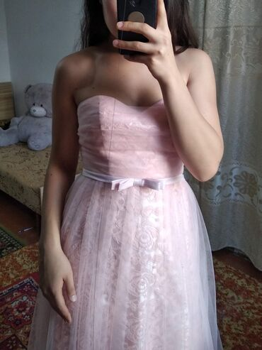вечернее платье 48 50 размер в Кыргызстан: Продаю платья, размер 44-46 возможно подойдет на 48, цена 500-700сом