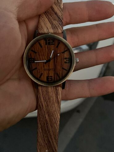Женские часы очень необычно дизайне Качество отличное!Кварцевый
