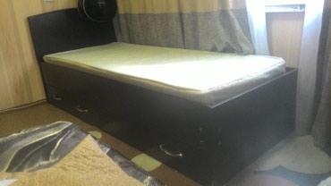 Продаю Кровать односпалка с матрасом , двумя ящиками. в Бишкек