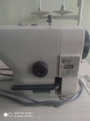 Продается б/у швейная машинка.В идеальном состоянии. Пользовались