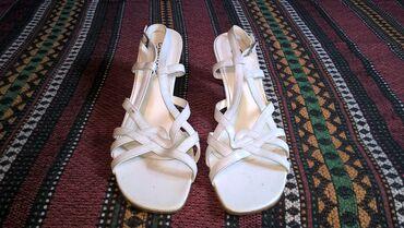 Zenske sandale broj 41-duzina gazista je 26.5 cm.- bez ostecenja