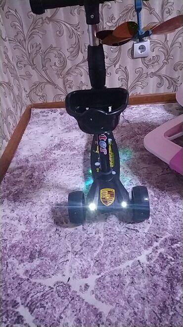 самокаты scooter в Кыргызстан: Самокат детский (новый ) светящийся и с музыкой