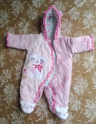 детская осенняя одежда в Кыргызстан: Детский комбинезон. В отличном состоянии. От 0 до 6 месяцев. На