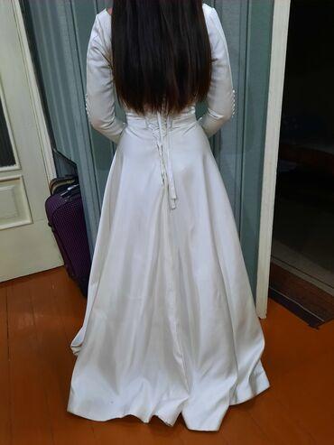 свадебные платья хиджаб в Кыргызстан: Продаю свадебное платье, атлас.Цвет: айвори.В идеальном состоянии, с