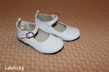 берцы американские в Кыргызстан: Продаю новые белые лаковые туфельки из США Фирма koala kids, Размер 5