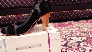 Женская обувь в Каракол: Продаю Кожаные туфли. Размер 35. Цена 500
