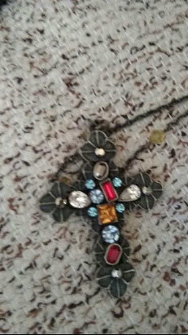 Divan krst sa kamenjem i biserima na lancicu raznih boja kvalitetna - Loznica