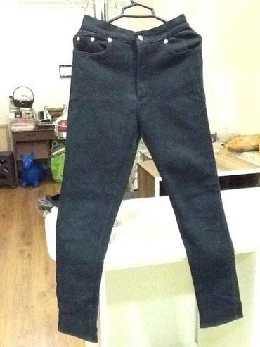 Черные джинсы мужские б/у в хорошем состоянии размер 36стрейдживые в Bakı