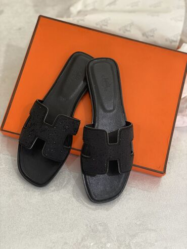 Женская обувь в Бишкек: Кожаные шлепки Hermes размер 37-38  Новые ни разу не носила. В бре