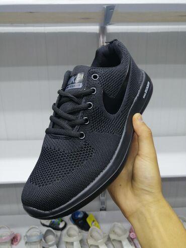 Кроссовки и спортивная обувь