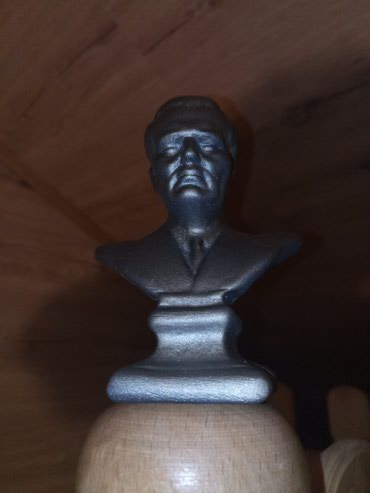 Tito, gipsane statue, 33 komada. Može sve za 8000. - Beograd - slika 4