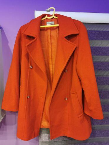 Ženski kaput 1 obučen kao nov je. Ima još uvek rezervno dugme. Srednje