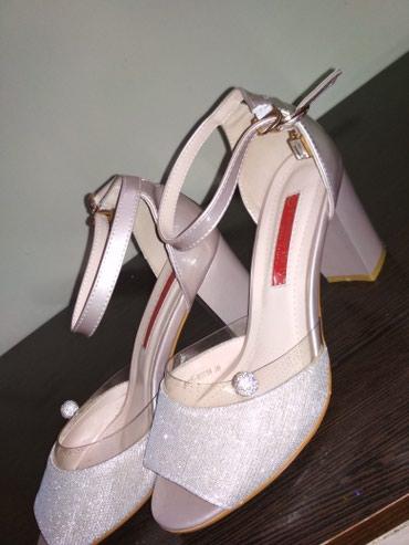 Продаётся обувь одевали один раз в Токмак