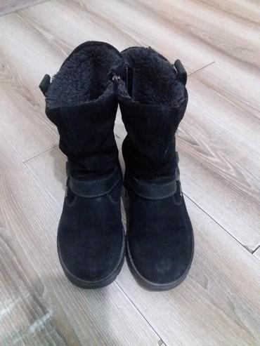 замшевые туфли на каблуках в Кыргызстан: Замшевые сапоги для девочки. размер 29. очень удобные и не скользкие