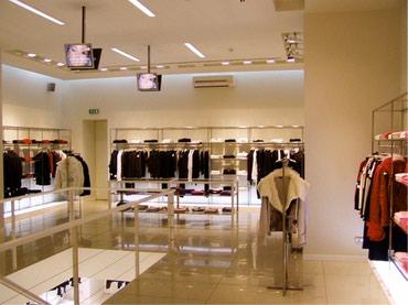 Bakı şəhərində Срочно 60 кв 1 этаж  дверь +витрина готовый брендовый магазин на пр