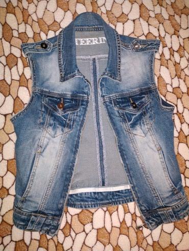 Женская джинсовая жилетка, в отличном в Бишкек