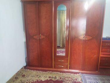 1190 объявлений: Продаю шкаф,трюмо ( с зеркалом),камод из массивного дерева, которое
