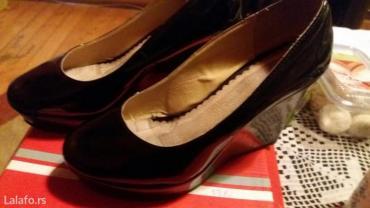 Crne lakovane cipele na platformu br. 39 kao nove - Pancevo