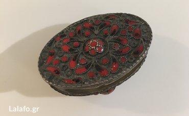Ασημενιο μικρο κουτάκι με κόκκινο σμάλτο 4. 5εκ x 3 οβαλτο στέλνω με